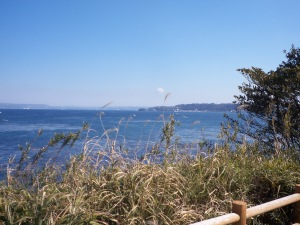 Ausblick von der Insel. Im Hintergrund ist das japanische Festland zu sehen.