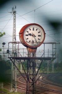 Die Uhr tickt, wenn ich die Kurzgeschichten schreibe.